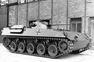 Prototype RU261 from 1964 with a compact engine block in the bow - but still with a one-man turret.  The rifle squad had two large flaps in the fighting compartment roof for the mounted fight.  Source: Ruhrstahl AG