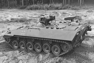Prototype RU362 from 1966 with retrofitted two-man turret and crown-mounted MK20mm and rear MG.  In the meantime, four smaller hatches have replaced the two large folding hatches in the fighting compartment roof.  Source: Ruhrstahl AG
